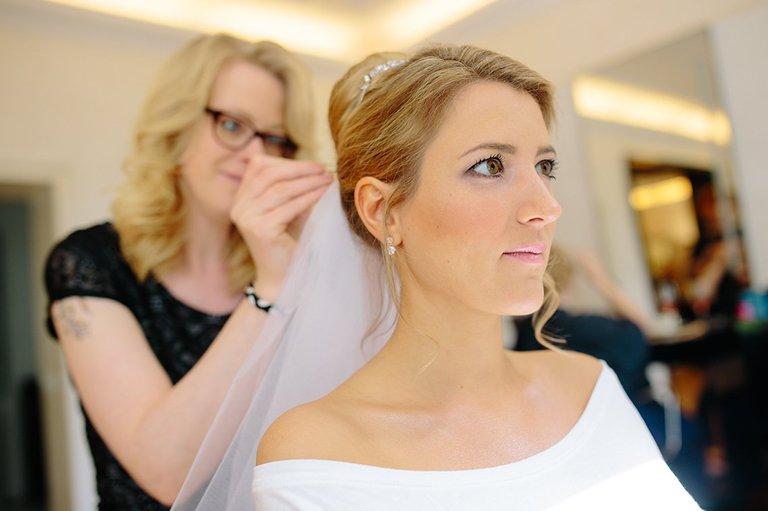 Braut in Osnabrück beim Friseur