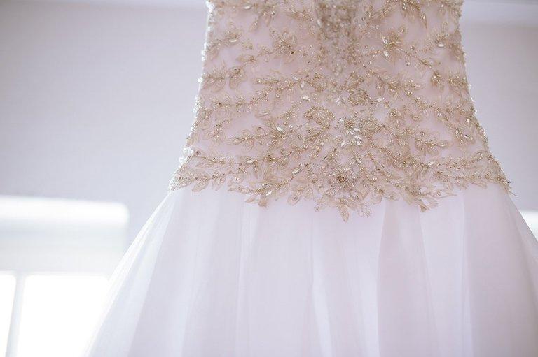 Nahaufnahme vom Brautkleid