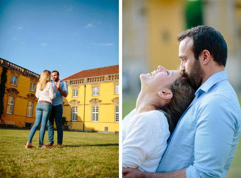 Paar im Innenhof vom Schloss Osnabrück tanzt auf dem Rasen
