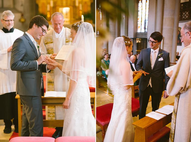 Braut und Bräutigam tauschen Ihre Ringe aus