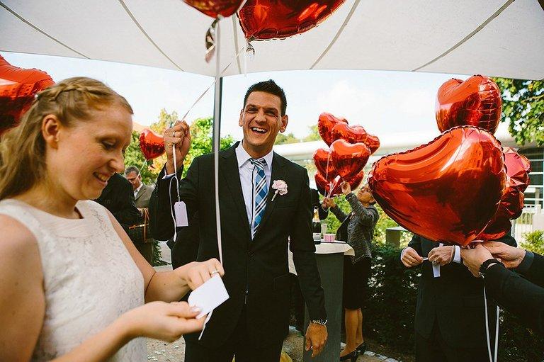 Brautpaar in Münster lässt Balons steigen