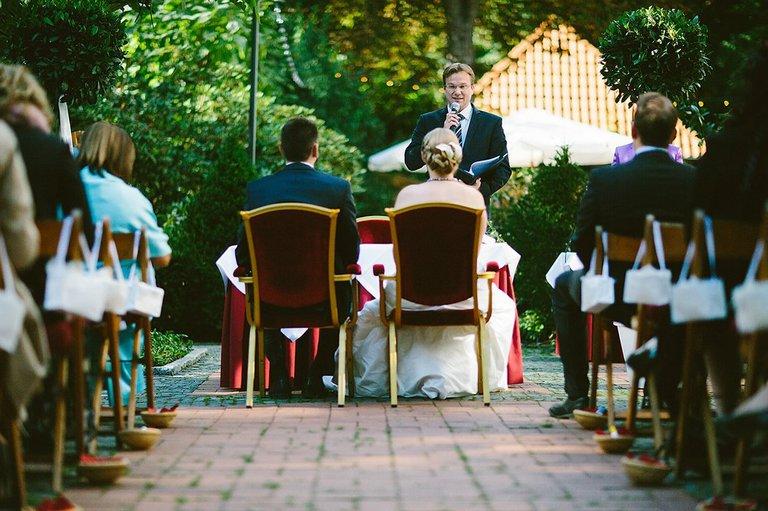 Brautpaar während der Freien Trauung
