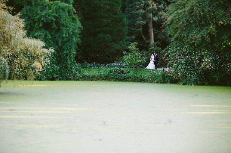 Brautpaar im botanischen Garten in Münster