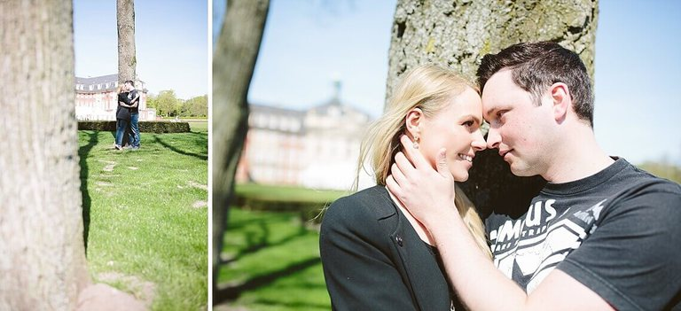 Verliebtes Paar vor dem Schloss in Münster