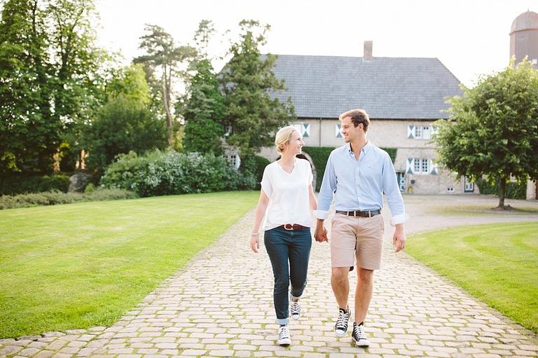 Verliebtes Paar beim Paarshooting am Schloss Westerwinkel - Hochzeitsfotograf Münster NRW