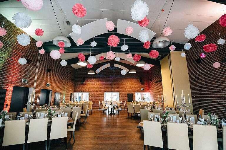 Beverland Saal Innenansicht - Hochzeitsfotograf Beverland - Hochzeitsreportage Beverland - Hochzeitsreportage Beverland