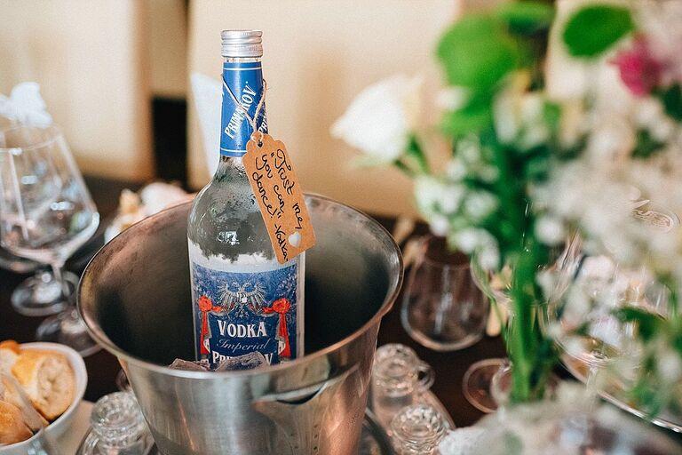 Vodka im Sektkühler