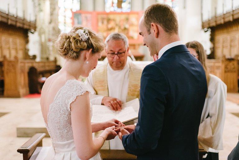 Braut und Bräutigam tauschen die Ringe ©Markus Koslowski Hochzeitsfotograf Warendorf
