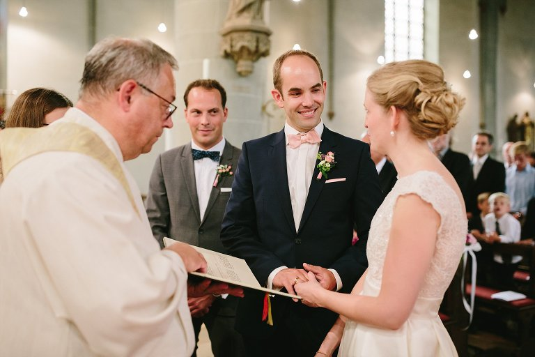 Ringtausch in der Kirche in Warendorf ©Markus Koslowski Hochzeitsfotograf Warendorf