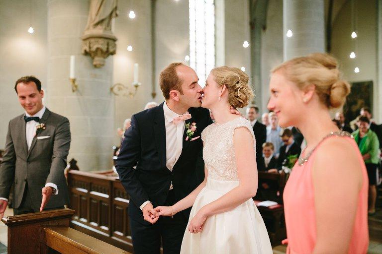 Braut und Bräutigam küssen sich ©Markus Koslowski Hochzeitsfotograf Warendorf