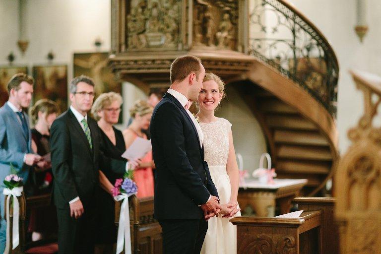Braut strahlt Bräutigam an ©Markus Koslowski Hochzeitsfotograf Warendorf