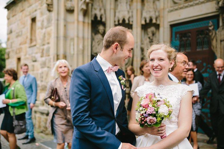 Braut und Bräutigam vor der St. Laurentiuskirche in Warendorf ©Markus Koslowski Hochzeitsfotograf Warendorf