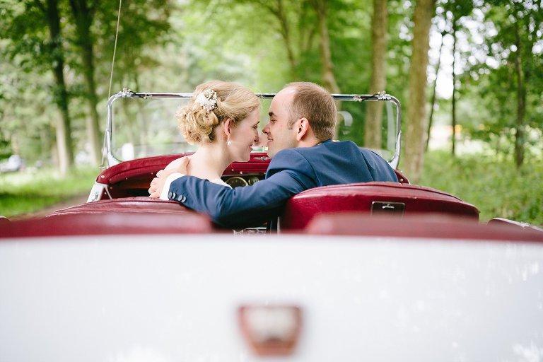 Braut und Bräutigam schauen sich verliebt an ©Markus Koslowski Hochzeitsfotograf Warendorf