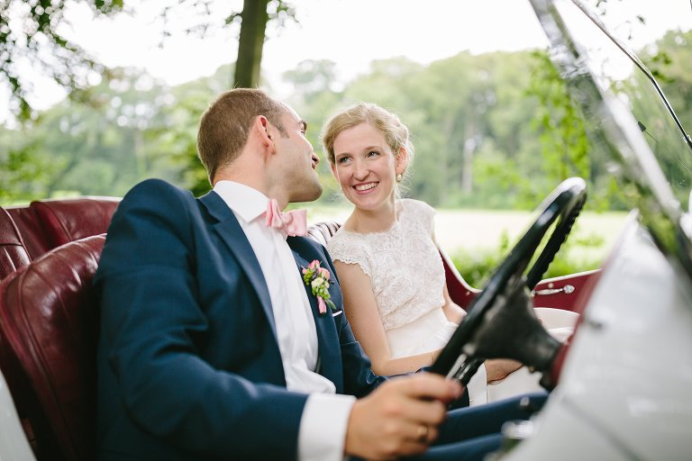 Braut schaut Ihren Bräutigam verliebt an ©Markus Koslowski Hochzeitsfotograf Warendorf