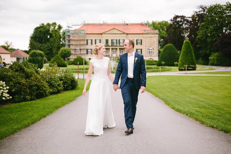 Brautpaarshooting vor dem Schloss Harkotten in Warendorf ©Markus Koslowski Hochzeitsfotograf Warendorf