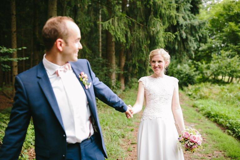 Braut und Bräutigam im Wald ©Markus Koslowski Hochzeitsfotograf Warendorf