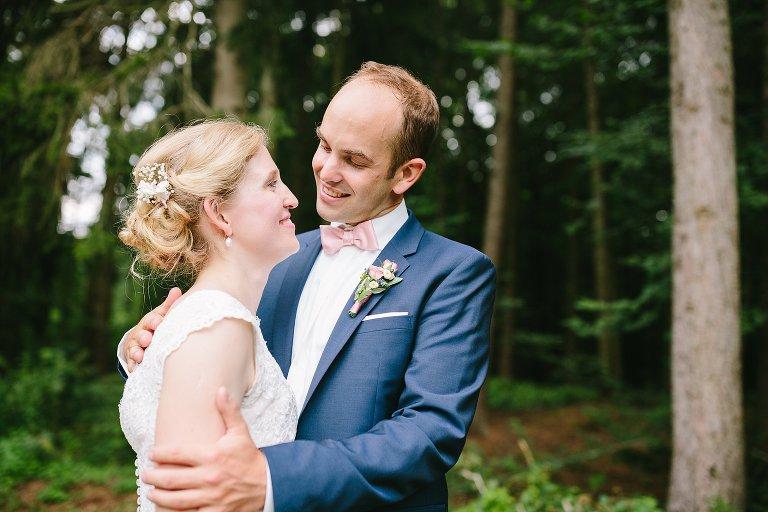 Braut schaut Bräutigam verliebt an ©Markus Koslowski Hochzeitsfotograf Warendorf