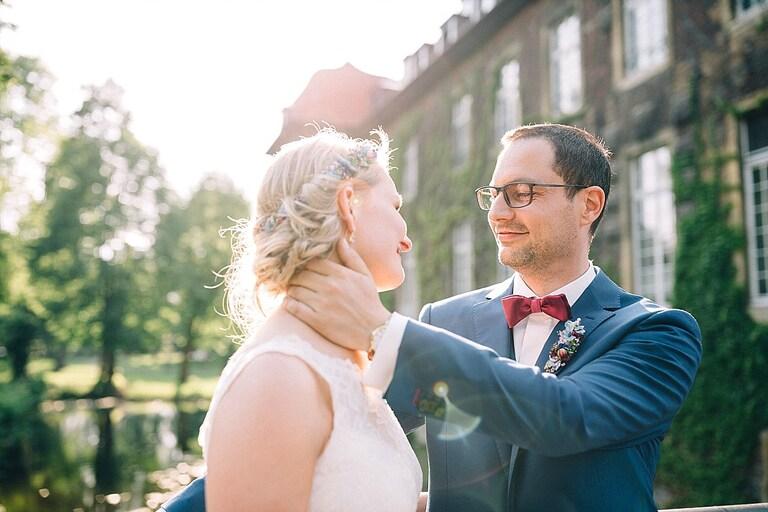 Braut und Bräutigam verliebt