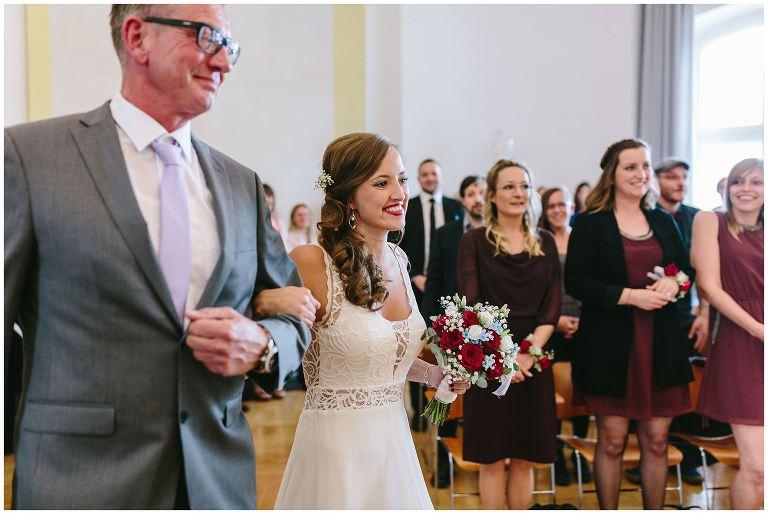 Braut mit Ihrem Vater im Lotharinger Kloster - Hochzeitsfotograf Lotharinger Kloster