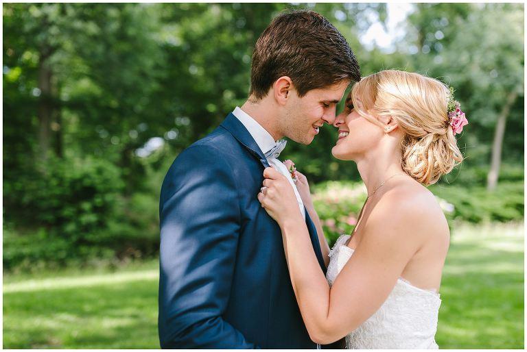 Hochzeit Gut Havichhorst Münster Brautpaar küsst sich - Hochzeitsreportage Gut Havichhorst