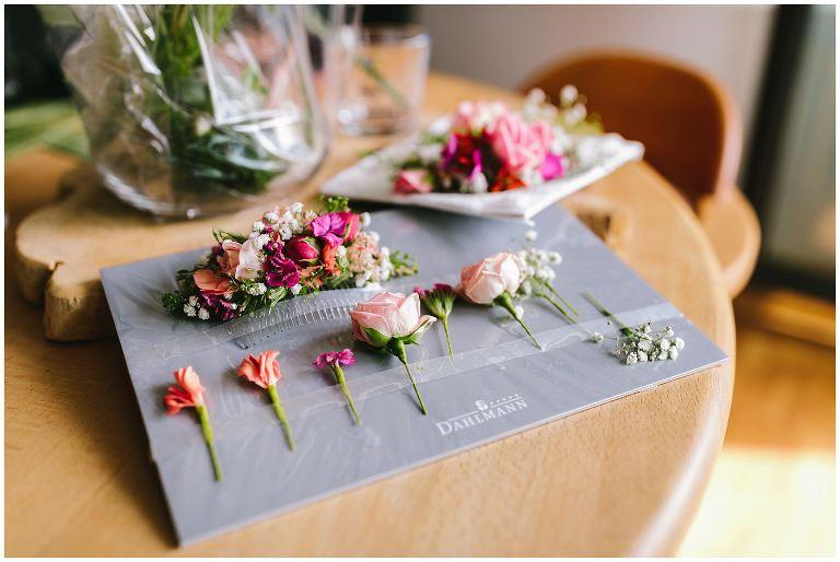Blumen für die Haare der Braut