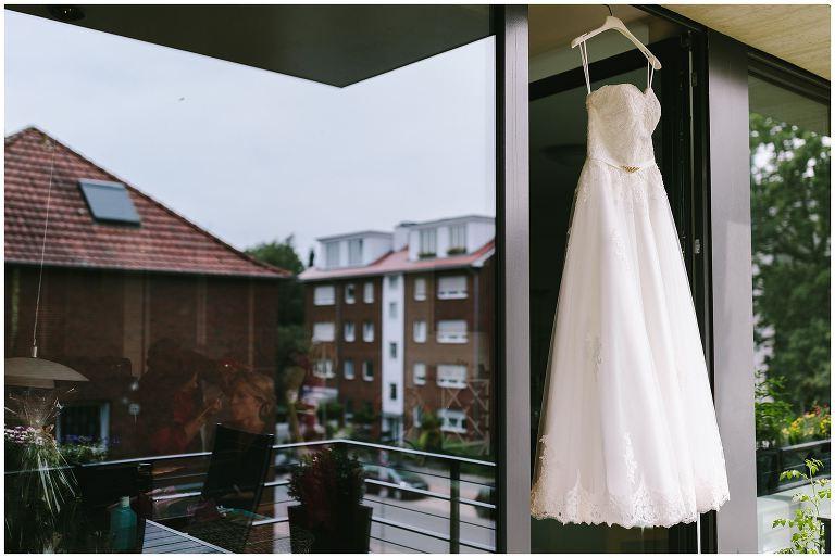 Brautkleid auf dem Balkon in Münster