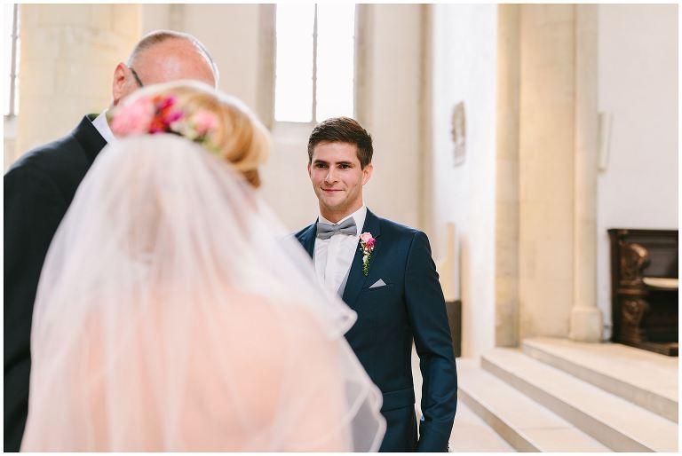 Bräutigam sieht seine Braut zum ersten Mal vor dem Traualtar in Münster