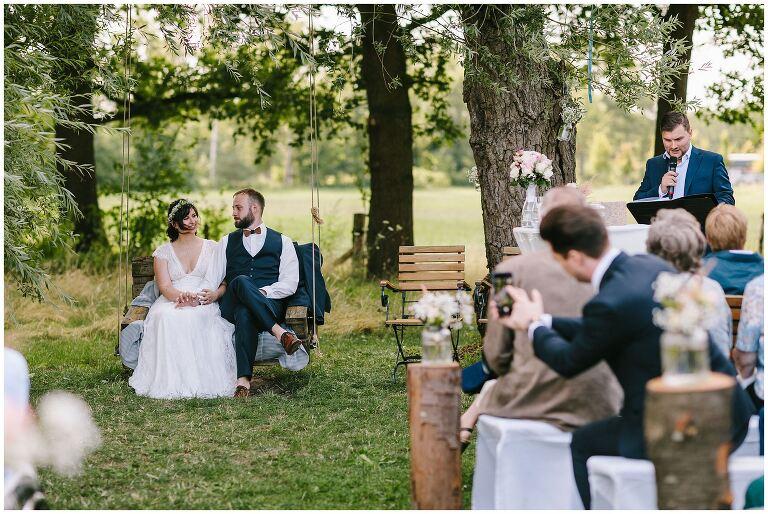Brautpaar während der Freien Trauung im Beverland