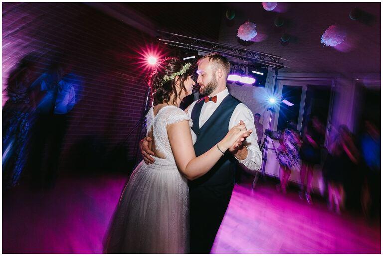 Brautpaar auf der Tanzfläche beim Beverland