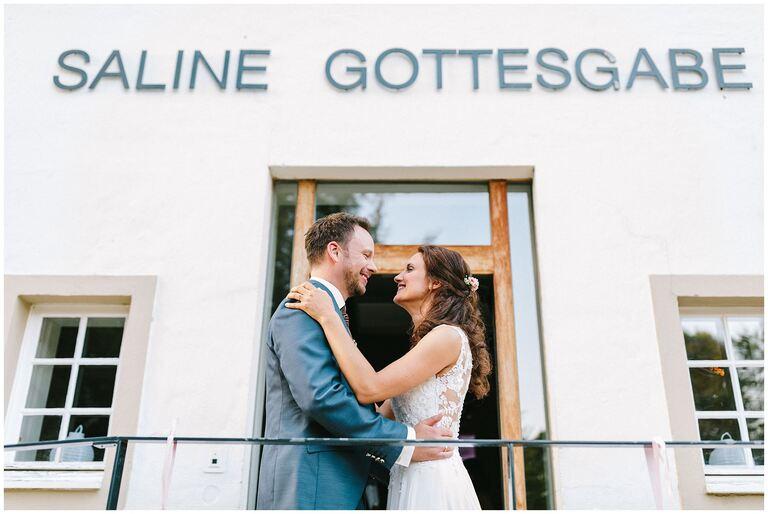 Brautpaar vor dem Restaurant Gottesgabe in Rheine